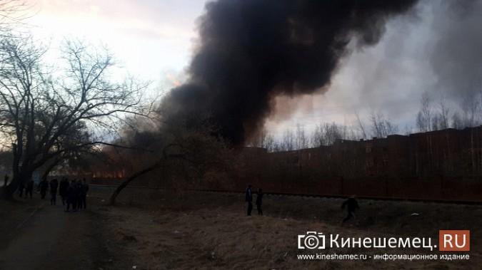 Более ста кинешемцев отказались от самоизоляции, чтобы оценить пожар на Фабрике №2 фото 14