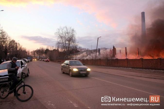 Более ста кинешемцев отказались от самоизоляции, чтобы оценить пожар на Фабрике №2 фото 3