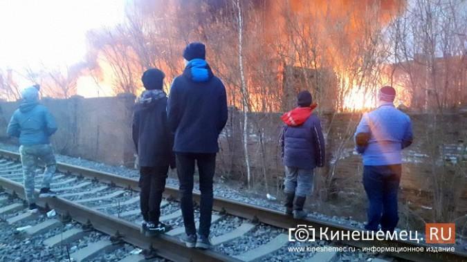 Более ста кинешемцев отказались от самоизоляции, чтобы оценить пожар на Фабрике №2 фото 13