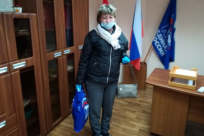 В Кинешме «Единая России» продолжает раздавать гражданам продуктовые наборы фото 10