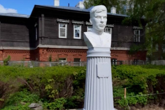 В Кинешме установили бюст Героя Советского Союза Виктора Кудрявцева фото 3