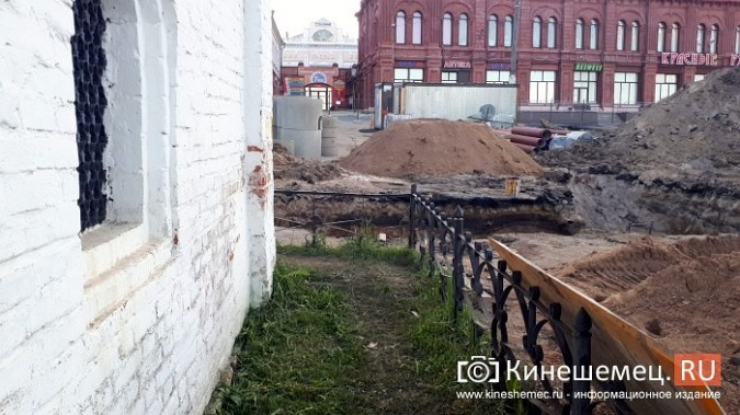 Строители в центре Кинешмы копают уже на месте братской могилы у Крестовоздвиженской часовни фото 3