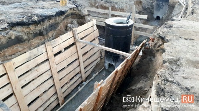 Строители в центре Кинешмы копают уже на месте братской могилы у Крестовоздвиженской часовни фото 4