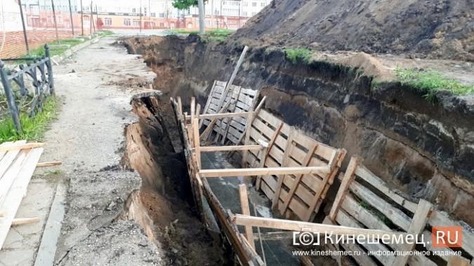 Строители в центре Кинешмы копают уже на месте братской могилы у Крестовоздвиженской часовни фото 5