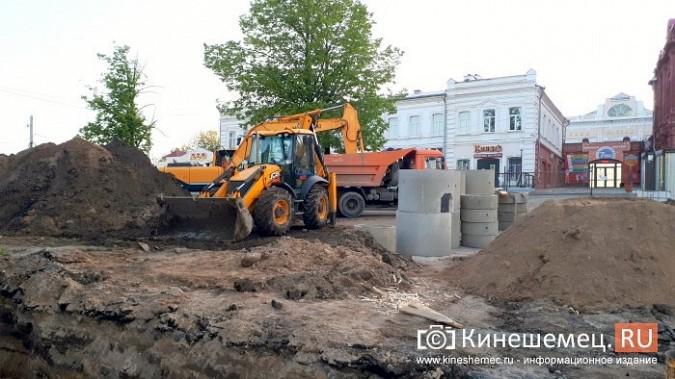 Строители в центре Кинешмы копают уже на месте братской могилы у Крестовоздвиженской часовни фото 11