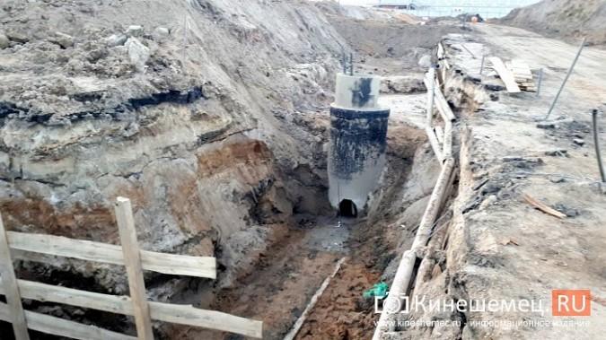 Строители в центре Кинешмы копают уже на месте братской могилы у Крестовоздвиженской часовни фото 10