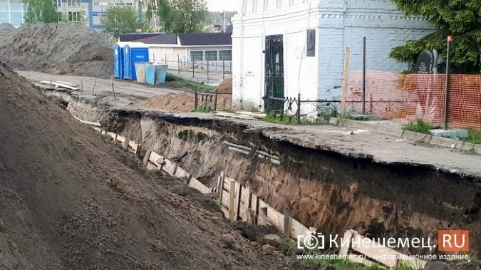 Строители в центре Кинешмы копают уже на месте братской могилы у Крестовоздвиженской часовни фото 2