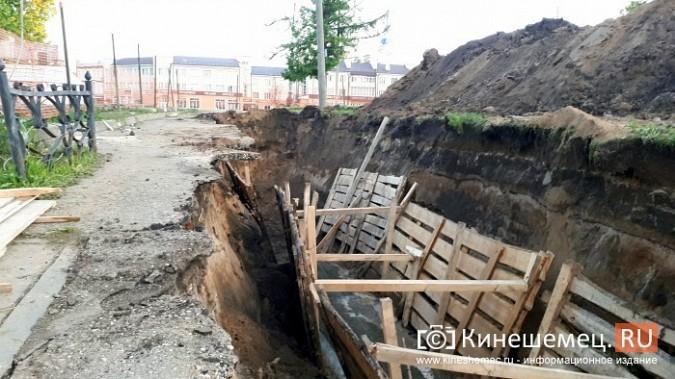 Строители в центре Кинешмы копают уже на месте братской могилы у Крестовоздвиженской часовни фото 6