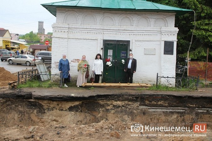 Кинешемцы просят прощения, стоя у развороченной в центре города братской могилы фото 9