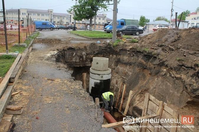 Кинешемцы просят прощения, стоя у развороченной в центре города братской могилы фото 3
