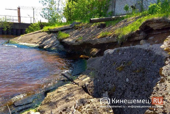 Территория рядом с Никольским мостом уходит под воду фото 15