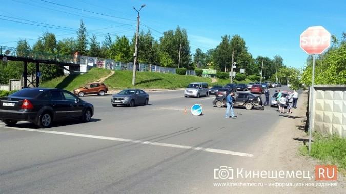 На перекрестке улиц Вичугской и Баха «Крайслер» протаранил «Рено» фото 6