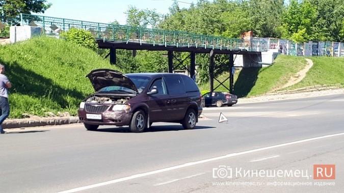 На перекрестке улиц Вичугской и Баха «Крайслер» протаранил «Рено» фото 3