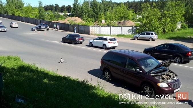 На перекрестке улиц Вичугской и Баха «Крайслер» протаранил «Рено» фото 5