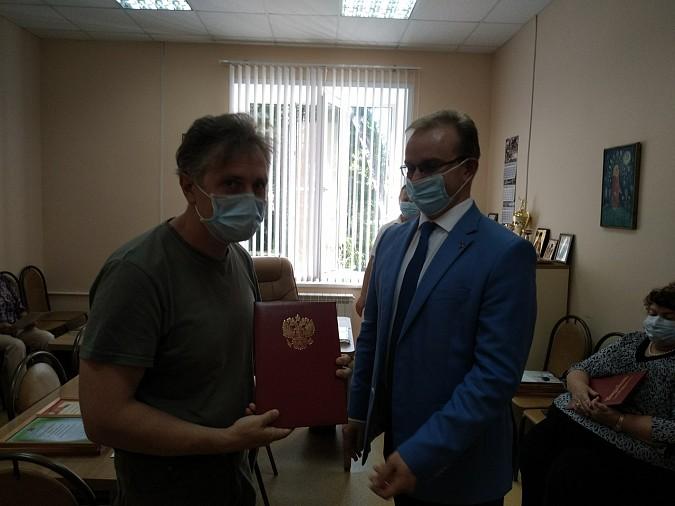В Кинешме наградили медицинских работников фото 9