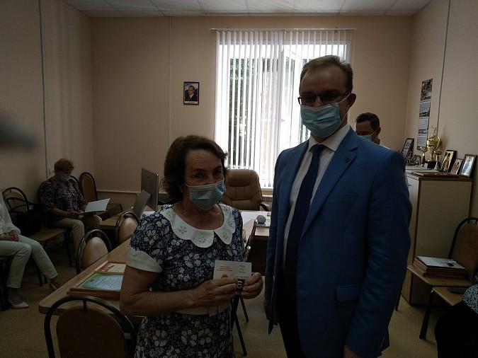 В Кинешме наградили медицинских работников фото 5