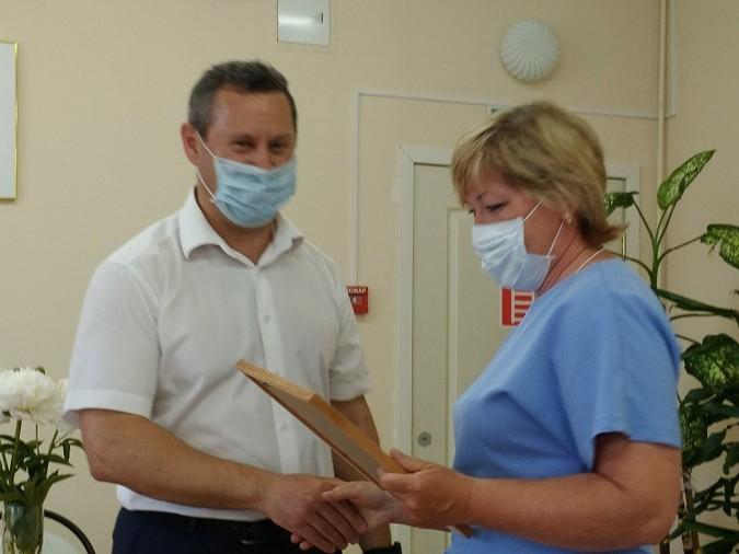 В Кинешме наградили медицинских работников фото 3