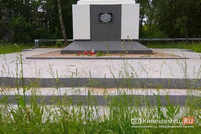 В Кинешме зарастает травой обелиск участникам Великой Отечественной войны фото 10