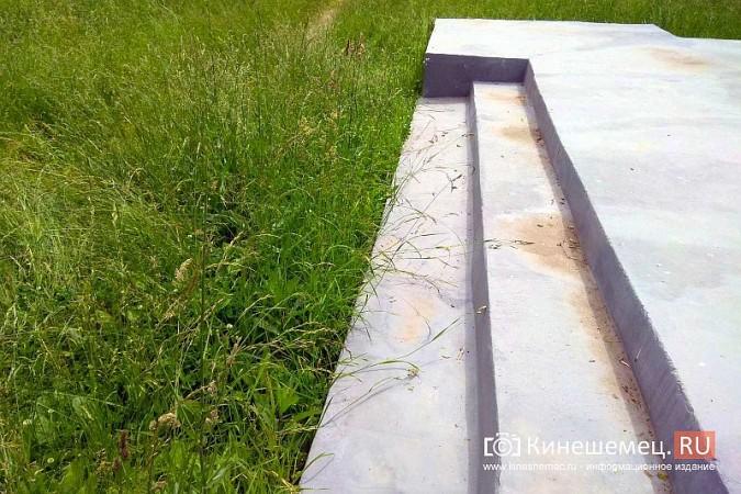 В Кинешме зарастает травой обелиск участникам Великой Отечественной войны фото 6