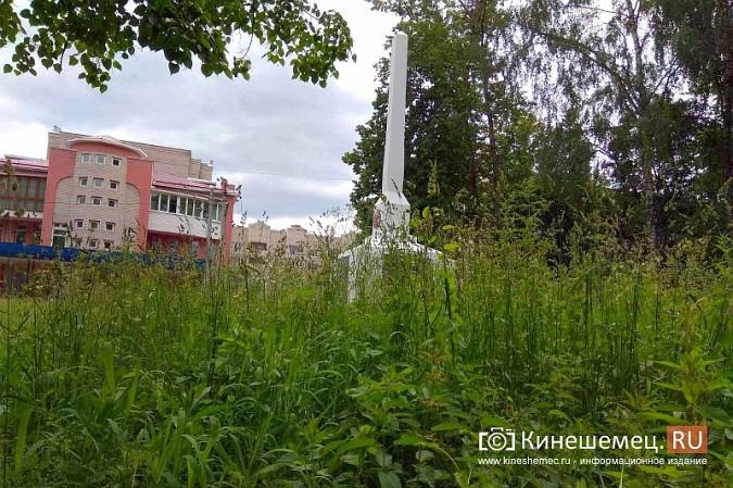 В Кинешме зарастает травой обелиск участникам Великой Отечественной войны фото 8