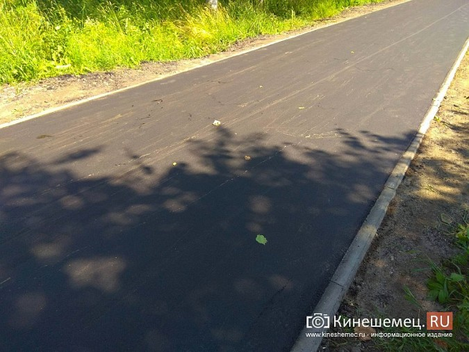 На тротуаре по улице М.Василевского укладывают новый асфальт фото 9