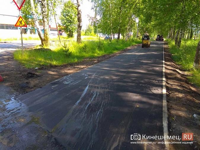 На тротуаре по улице М.Василевского укладывают новый асфальт фото 2