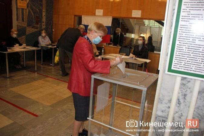 В голосовании по поправкам в Конституцию приняли участие более 43 тысяч кинешемцев фото 12