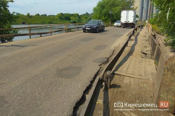 Кинешемские инвалиды, рискуя жизнью, пробираются по мосту через Казоху фото 2