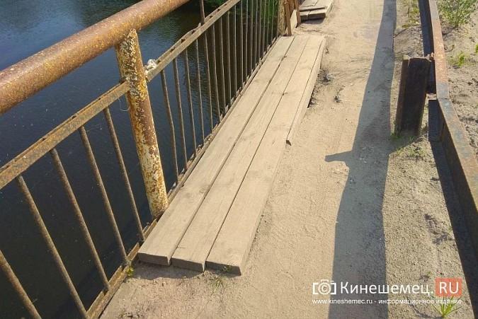Кинешемские инвалиды, рискуя жизнью, пробираются по мосту через Казоху фото 6