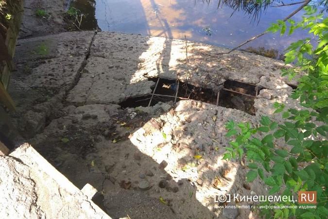 Кинешемские инвалиды, рискуя жизнью, пробираются по мосту через Казоху фото 7