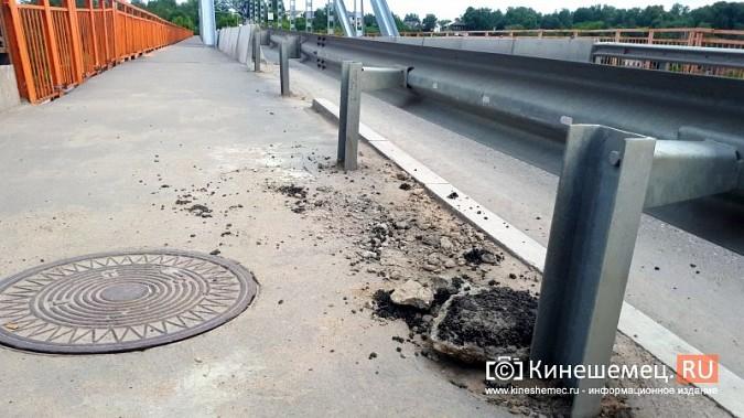 Провал колодца на Никольском мосту присыпали старым асфальтом фото 3