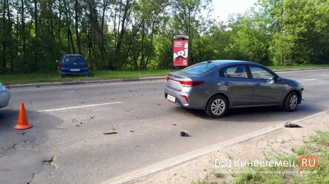 В час пик на ул.Вичугской столкнулись Volkswagen Polo и Kia Rio фото 5