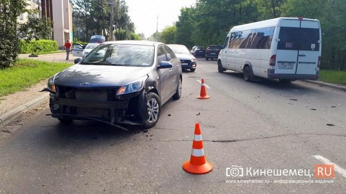 В час пик на ул.Вичугской столкнулись Volkswagen Polo и Kia Rio фото 3