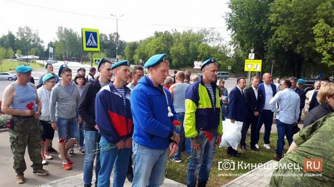 В День 90-летия ВДВ кинешемские десантники возложили цветы к бюсту Василия Маргелова фото 2