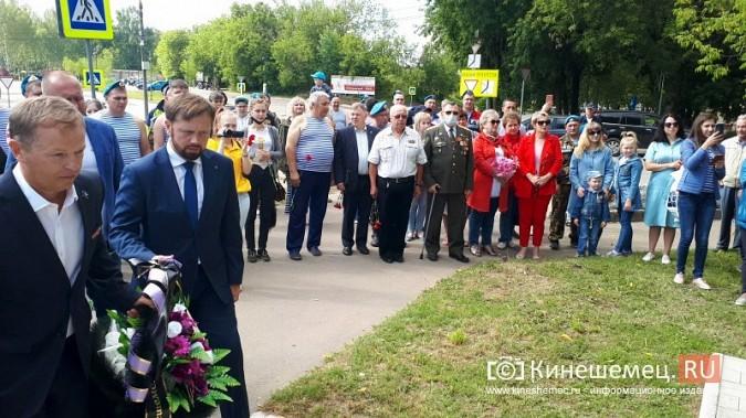 В День 90-летия ВДВ кинешемские десантники возложили цветы к бюсту Василия Маргелова фото 17