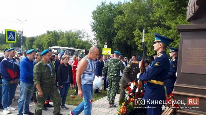 В День 90-летия ВДВ кинешемские десантники возложили цветы к бюсту Василия Маргелова фото 28