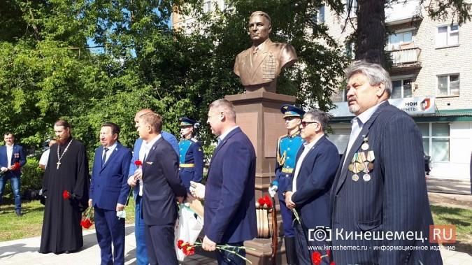 В День 90-летия ВДВ кинешемские десантники возложили цветы к бюсту Василия Маргелова фото 10