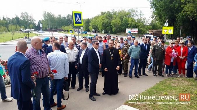 В День 90-летия ВДВ кинешемские десантники возложили цветы к бюсту Василия Маргелова фото 20