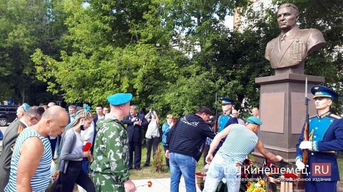 В День 90-летия ВДВ кинешемские десантники возложили цветы к бюсту Василия Маргелова фото 27