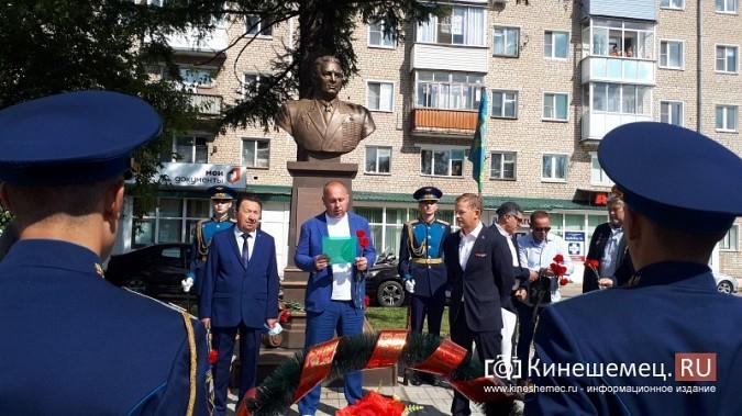 В День 90-летия ВДВ кинешемские десантники возложили цветы к бюсту Василия Маргелова фото 7
