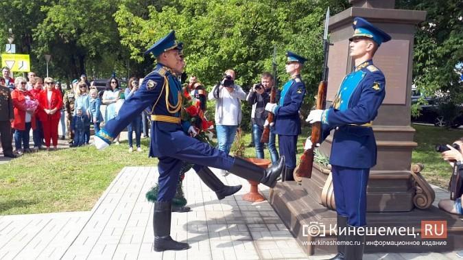 В День 90-летия ВДВ кинешемские десантники возложили цветы к бюсту Василия Маргелова фото 15
