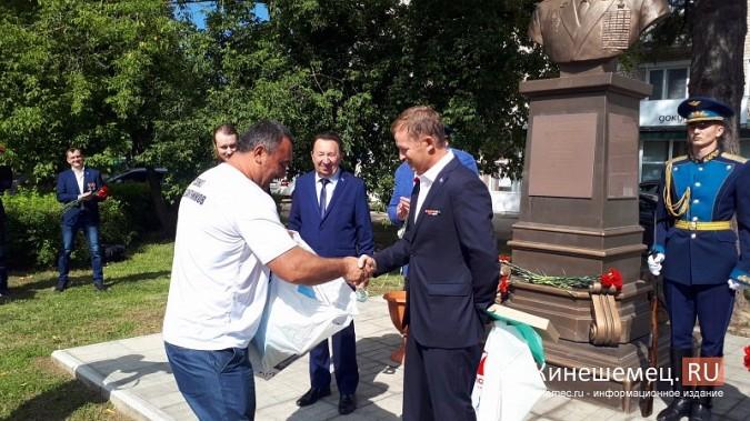 В День 90-летия ВДВ кинешемские десантники возложили цветы к бюсту Василия Маргелова фото 11