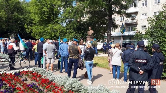 В День 90-летия ВДВ кинешемские десантники возложили цветы к бюсту Василия Маргелова фото 3