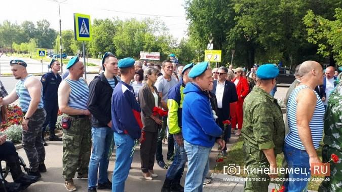 В День 90-летия ВДВ кинешемские десантники возложили цветы к бюсту Василия Маргелова фото 26
