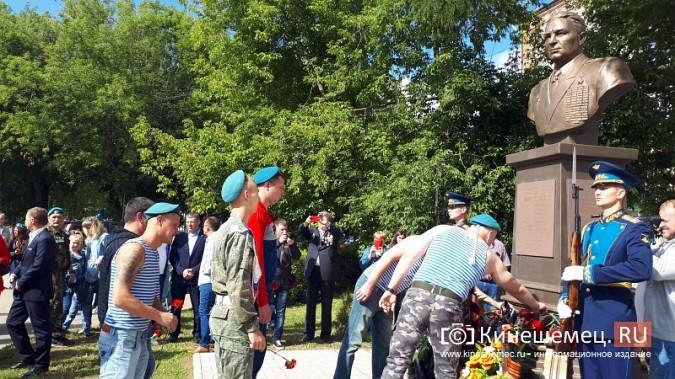 В День 90-летия ВДВ кинешемские десантники возложили цветы к бюсту Василия Маргелова фото 25