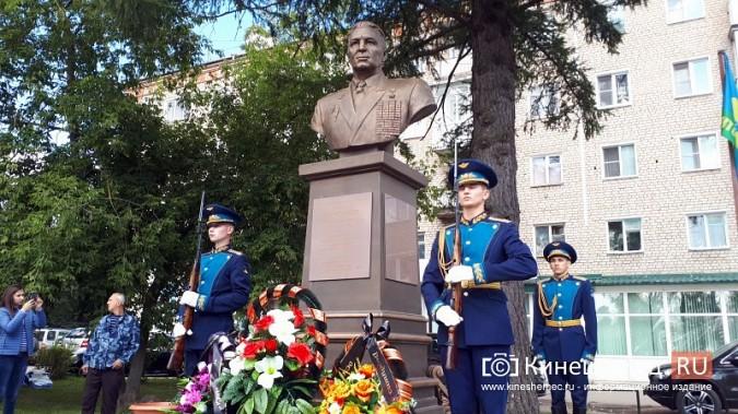 В День 90-летия ВДВ кинешемские десантники возложили цветы к бюсту Василия Маргелова фото 21