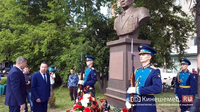 В День 90-летия ВДВ кинешемские десантники возложили цветы к бюсту Василия Маргелова фото 18