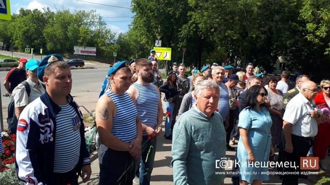 В День 90-летия ВДВ кинешемские десантники возложили цветы к бюсту Василия Маргелова фото 8