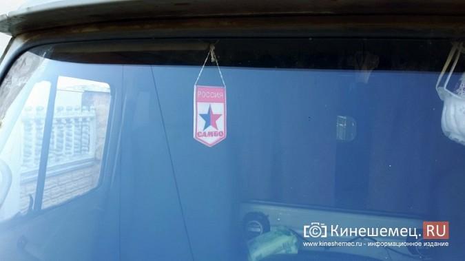 Видный чиновник Кинешмы паркует 2-тонный автомобиль на тротуарной плитке фото 5