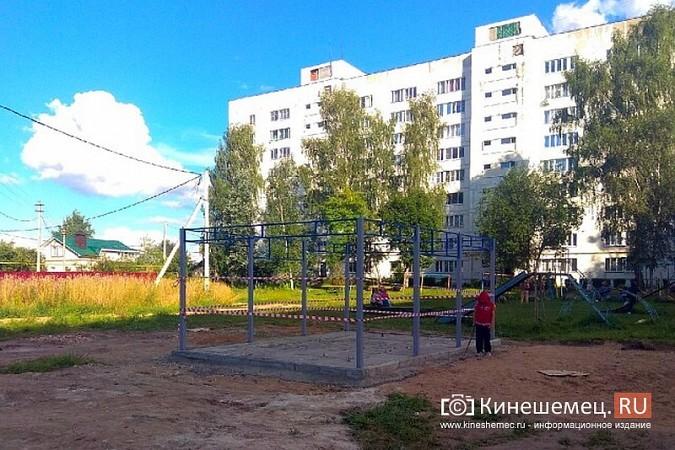 Во дворе девятиэтажки на улице Щорса устанавливают спортивную площадку фото 7